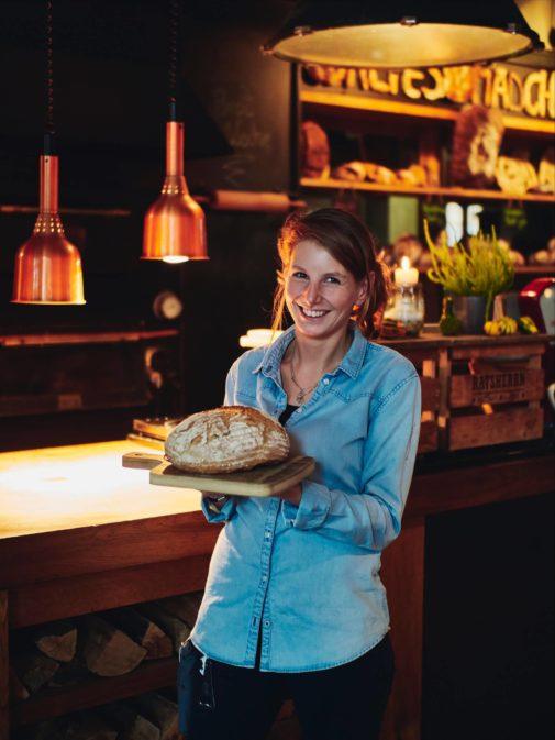 Altes Maedchen, Brot