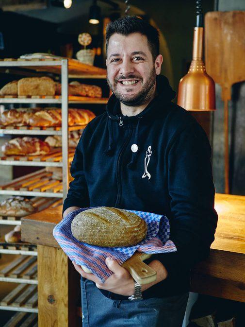 Spinat-Brot mit Mitarbeiter vom Braugasthaus Altes Mädchen